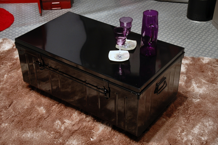 table basse malle sur roulettes pierre henry mm tables tables basses. Black Bedroom Furniture Sets. Home Design Ideas