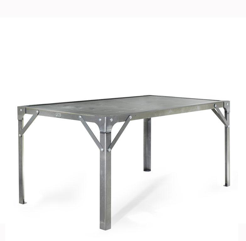 Table manger atelier en acier de 4 personnes l900 x l900 for Table salle a manger 4 personnes